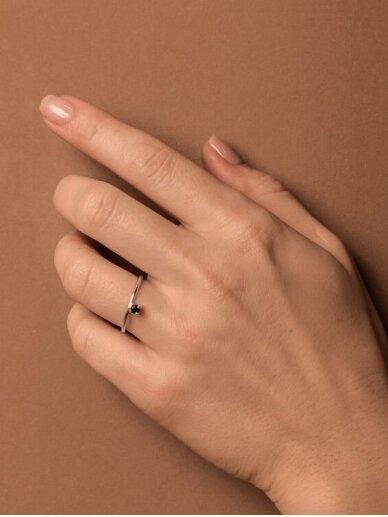 Adele Dagyte žiedas su špinelio akmeniu 2