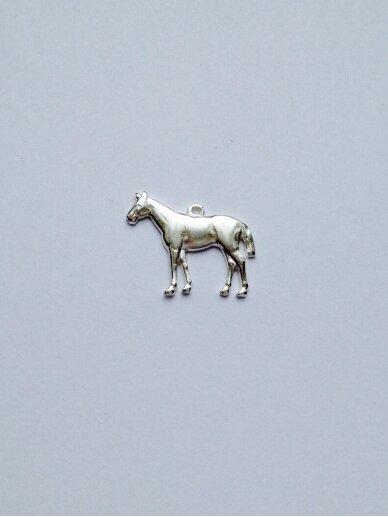 Ingrida Didika Taikomosios dailes dirbinys pakabukas žirgas