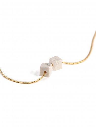 vdlg.aksesuarai minimalistinis kaklo pakabukas su natūraliu akmeniu – du kubai 2